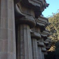 Барселона, парк Гуэль, колонны